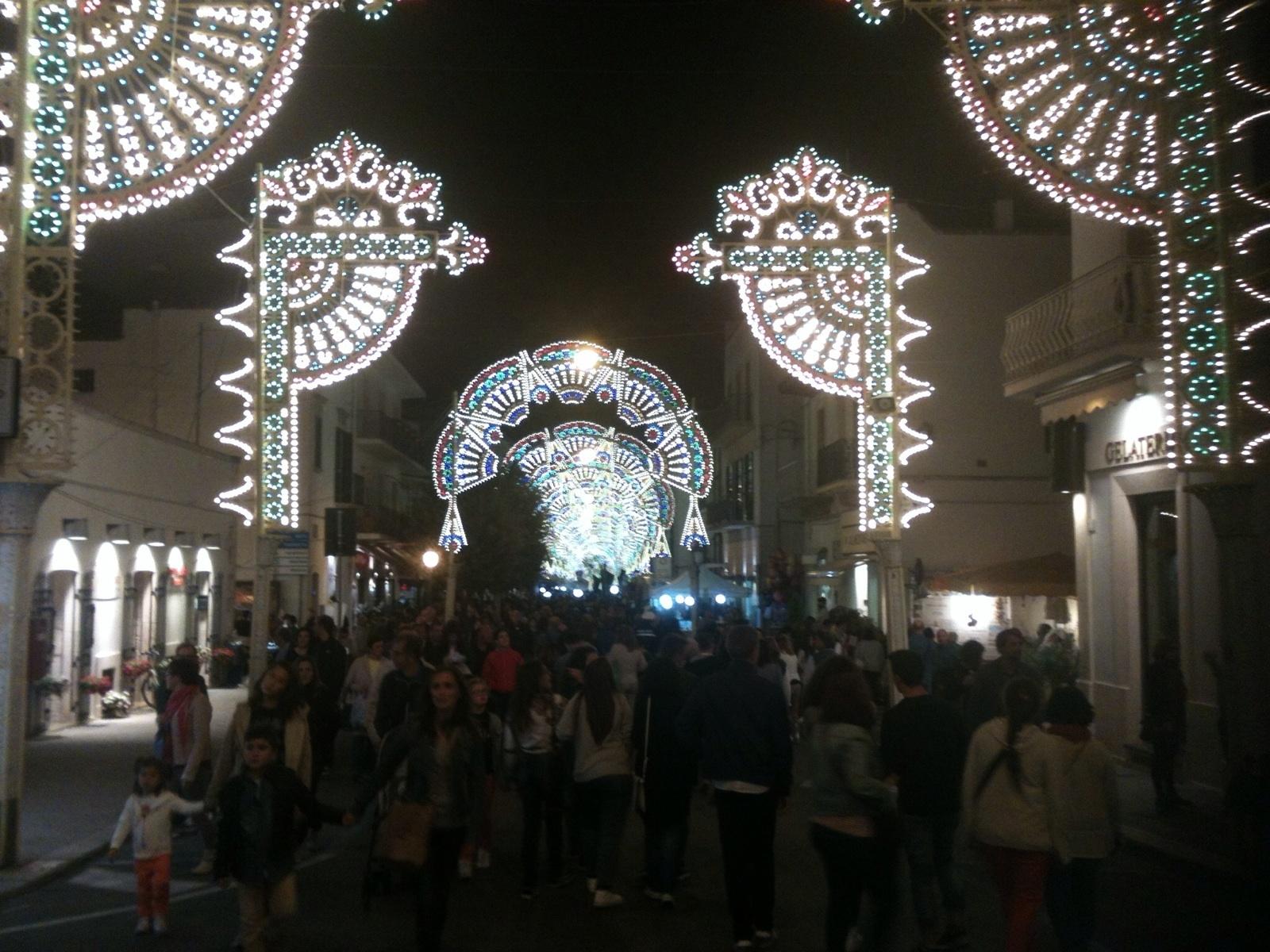 Alberobello festa patronale per i santi medici cosma e for Luminarie puglia