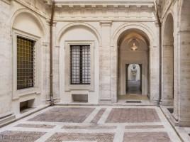 Cortile-Palazzo-de-Torres-Massimo-Lancellotti-700x500