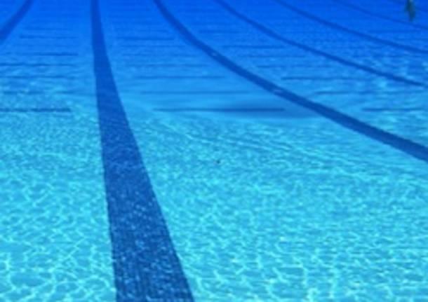 Taranto si sente male in piscina l 39 istruttrice si tuffa e gli salva la vita noi notizie - Piscina mediterraneo taranto ...