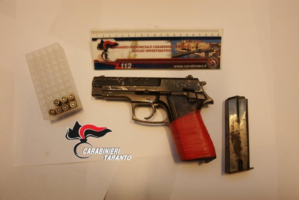 pistola omicidio pulsano