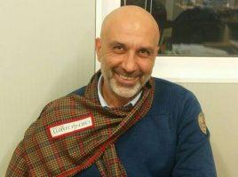 Il sindaco Sergio Pirozzi con una sciarpa Made in Carcere