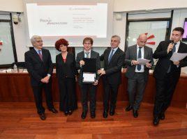 Foto premio innovazione Leonardo - Al centro Pierluigi Sidella
