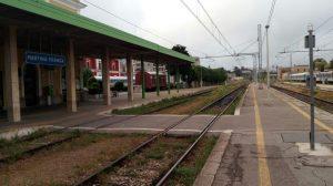 Ferrovie sud est mancano i treni soppresse varie corse for Sud arredi adelfia