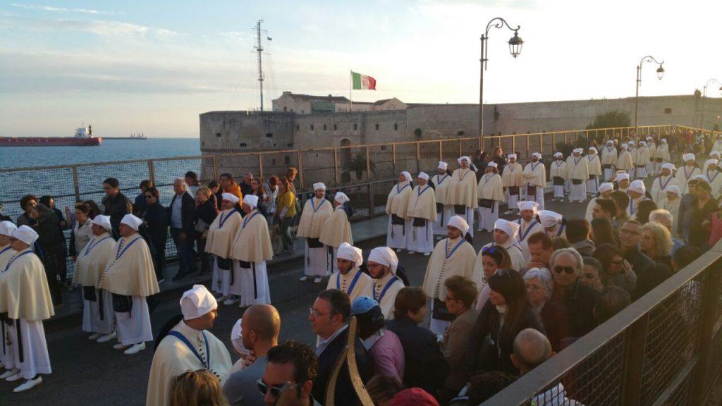 Taranto rende omaggio a San Cataldo: in programma processione e spettacolo pirotecnico