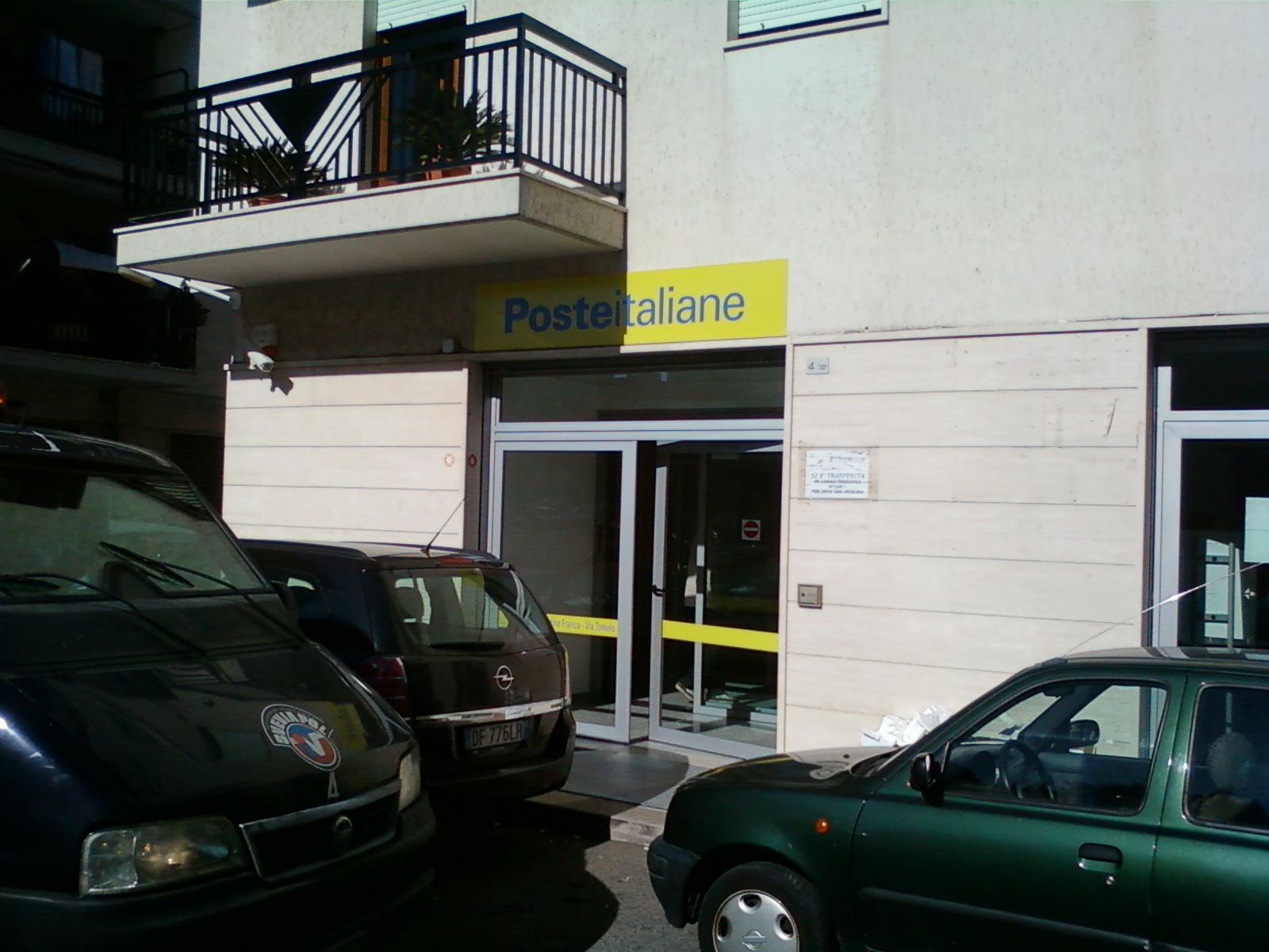 ingresso ufficio postale via toniolo