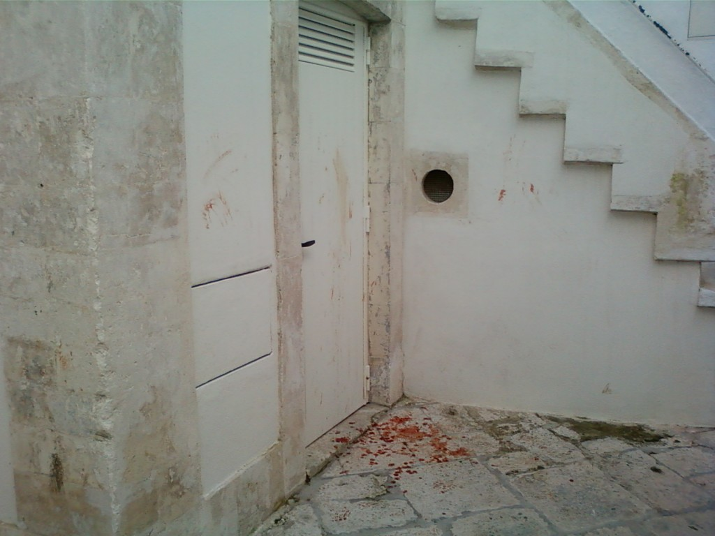 macchie davanti porta
