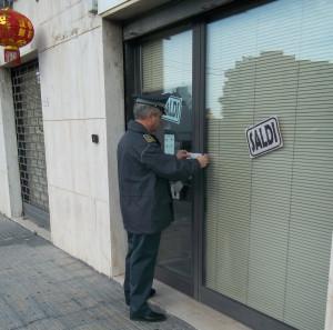 gdf lecce sequestro negozi 1