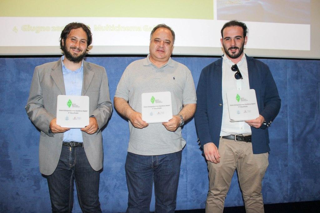 I vincitori da sinistra Roberto Paladini della Innovaction 2° classificato Sebastiano Acquaviva della Encosys 1° classificato Leonardo Acquaviva della Mainetti Omaf 3° classificato
