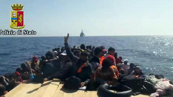 migranti largo libia