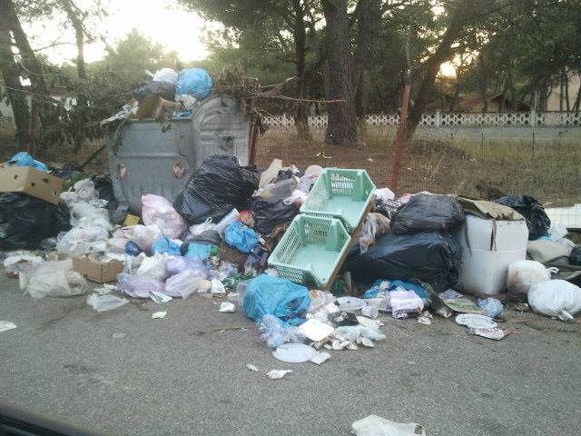 rifiuti in strada massafra 1