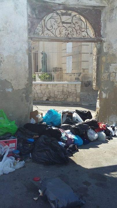 rifiuti in strada massafra 2