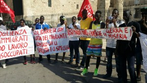 protesta migranti taranto 1