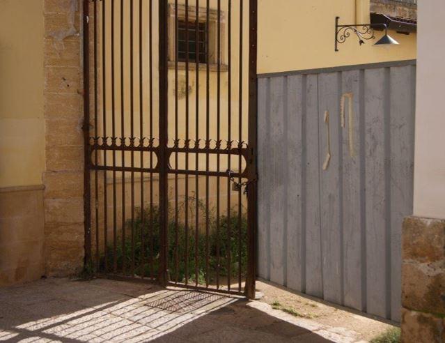 cancello disabile legato