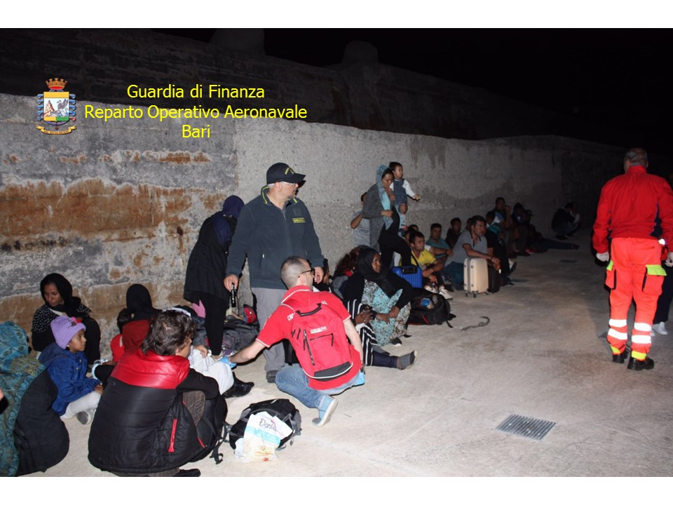 10588 foto migranti