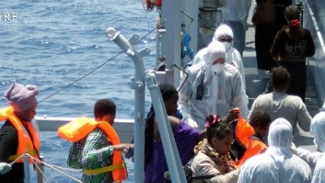 tmp 30404 migranti sbarco385041314