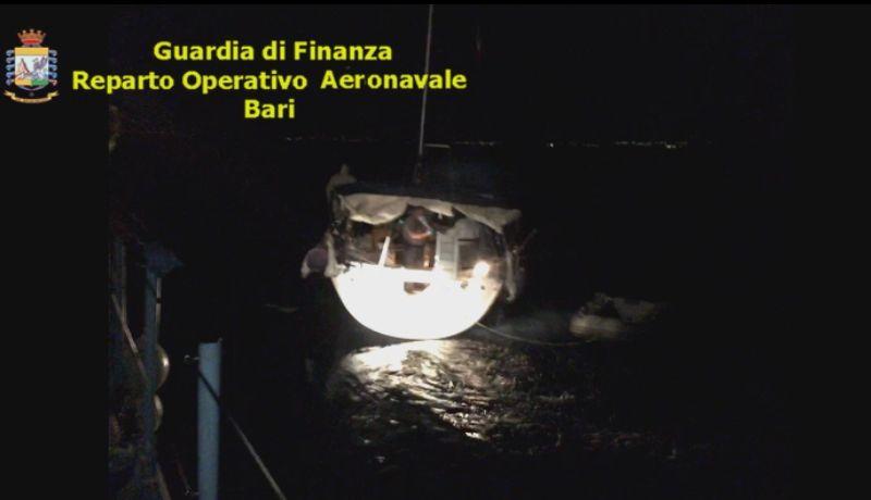 tmp 6383 20160912 migranti barca otranto notte 1100728720
