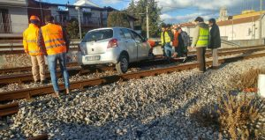 Acquaviva delle fonti scontro auto treno sui binari for Monolocale arredato acquaviva delle fonti