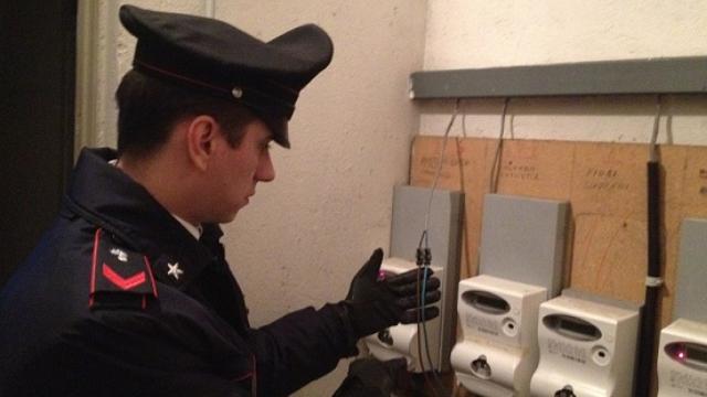 furto energia elettrica carabinieri