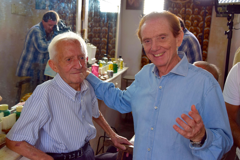 Sereno Variabile Laterza Osvaldo incontra il più anziano barbiere del paese e della provincia Foto Giovanni Colonna 64