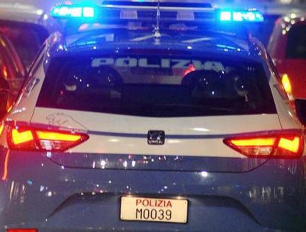 polizia macchina sera