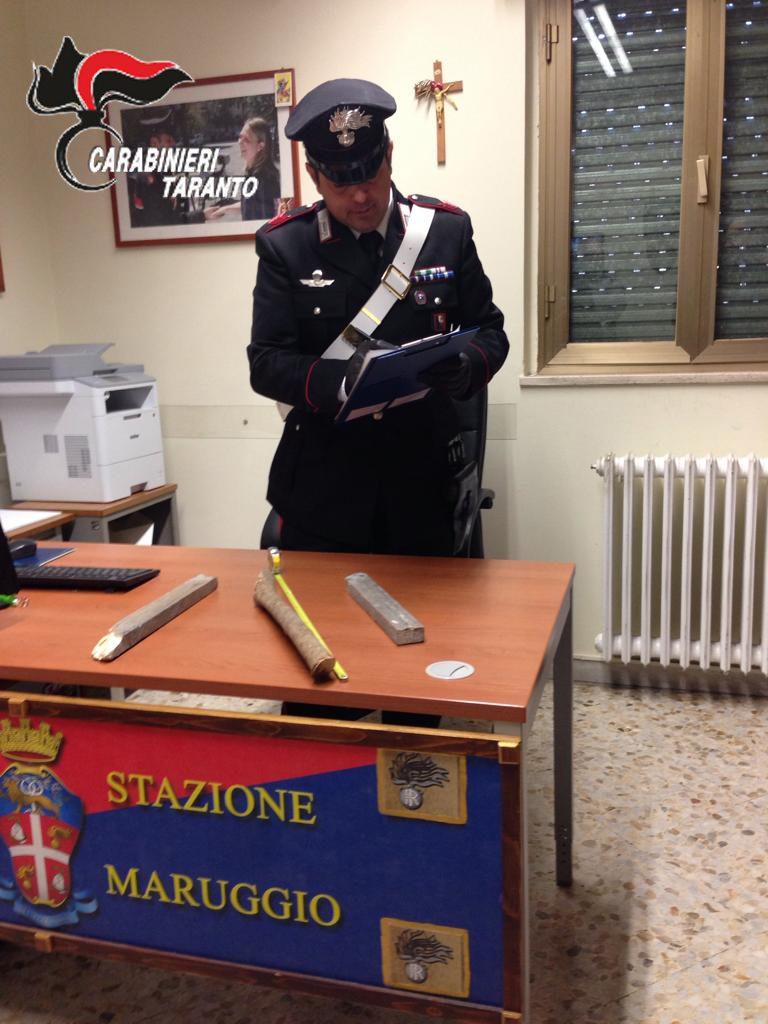 carabiniere bastone in legno