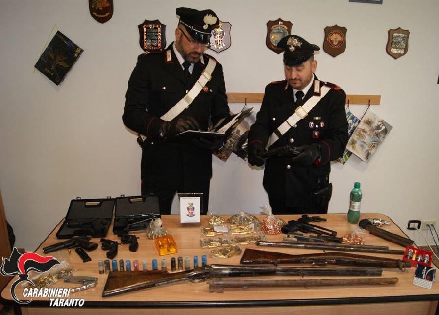 Armi e munizionamento in sequestro.JPG