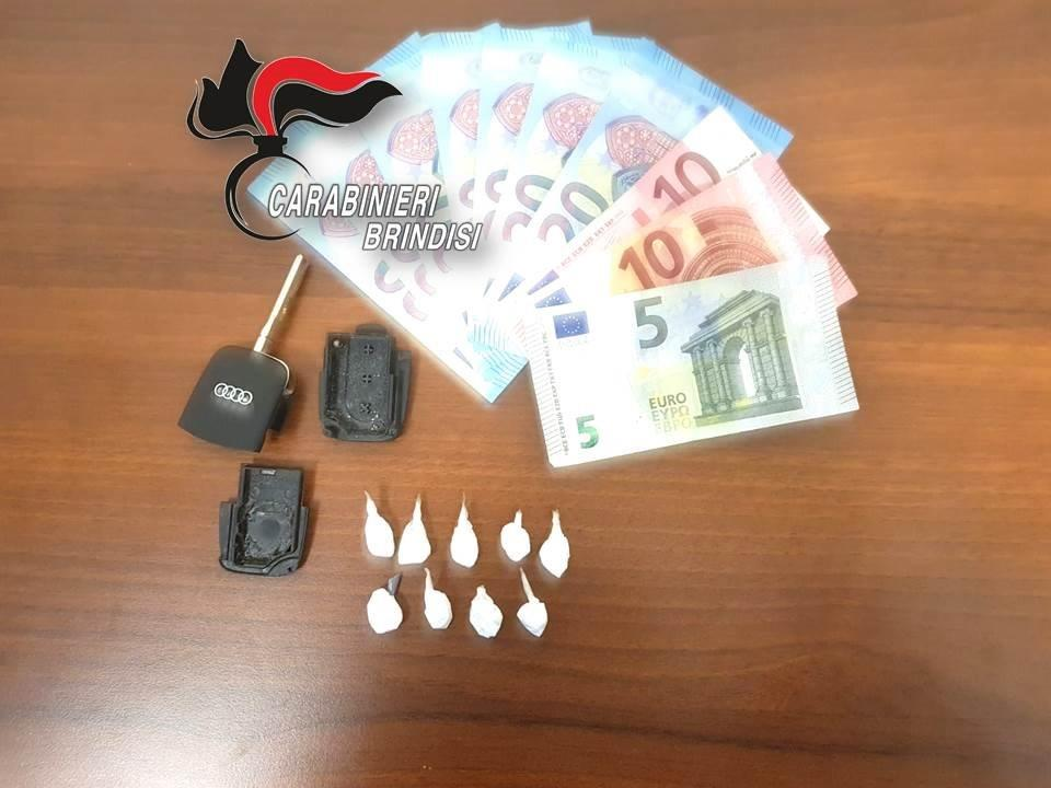 Foto arresto CC San Vito dei Normanni 9 dosi cocaina