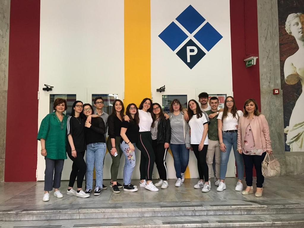 Gli studenti del progetto Erasmus del Liceo Poerio di Foggia con le professoresse Monica Trifiletti ed Enza Bortone 2