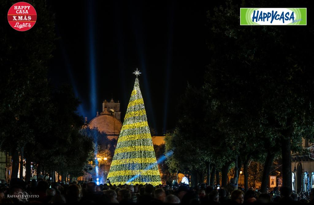 Albero Di Natale Happy Casa.Happy Casa Xmas Light Installazioni Natalizie Di Martina Franca Contest Fotografico Noi Notizie