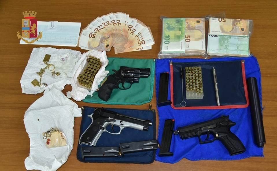 armi e denaro recuperato