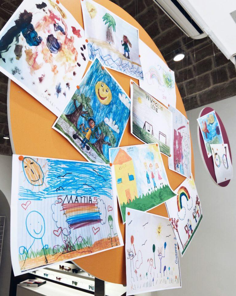 Modugno: vetrina dell'ottico, i disegni della quarantena dei bambini