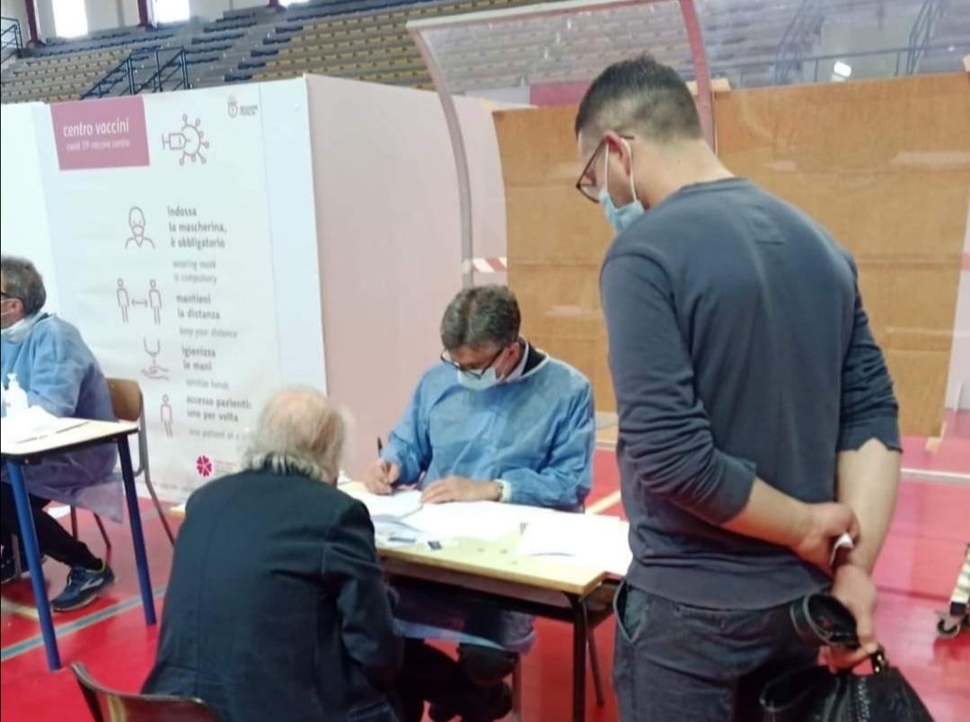 Barletta, vaccini: aiuta anche il sindaco Cosimo Cannito