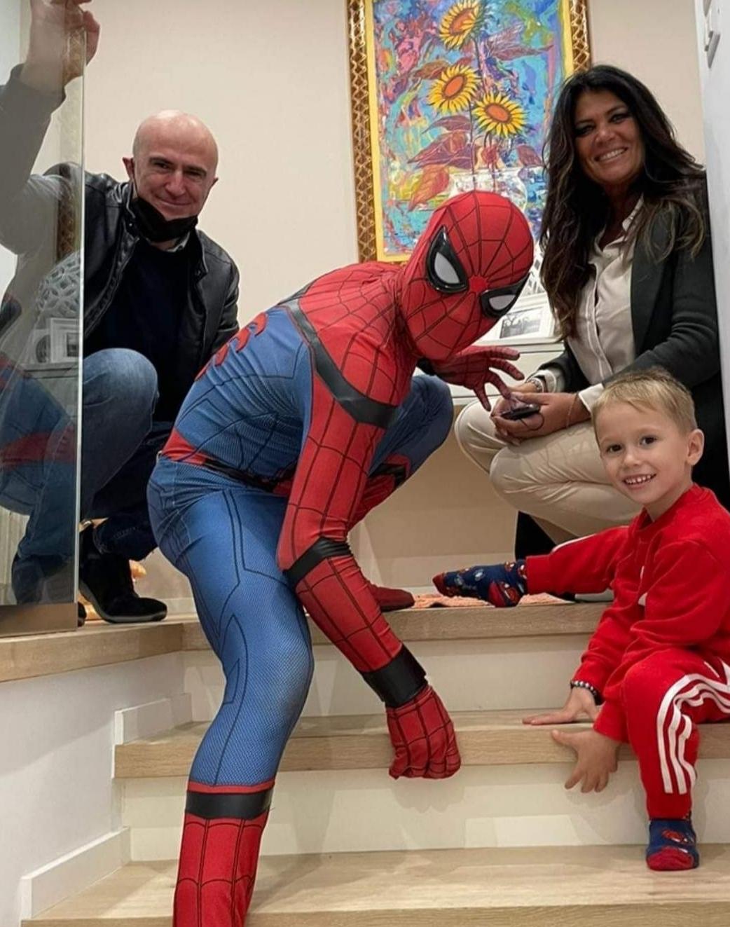 Bitonto: Giuseppe è in difficoltà, non può incontrare Spiderman che allora va a casa del bambino Durante la festa
